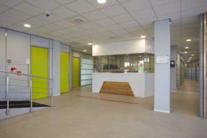 Ontvangstruimte en wachtkamer van de besnijdenis kliniek Amsterdam